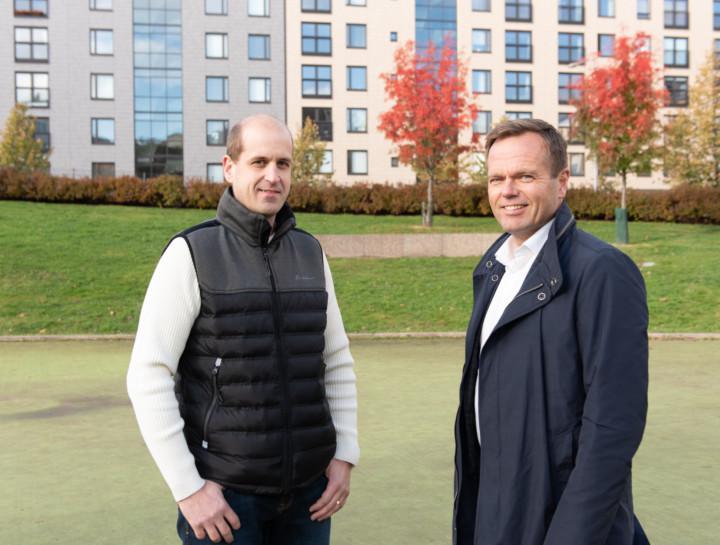Granlundin energiapalveluista vastaava ryhmäpäällikkö Timo-Mikael Sivula ja Granlund Isännöinnin toimitusjohtaja Tero Heikkilä pitävät tärkeänä, että taloyhtiöiden kiinteistöomaisuudesta huolehdittaisiin entistä paremmin.